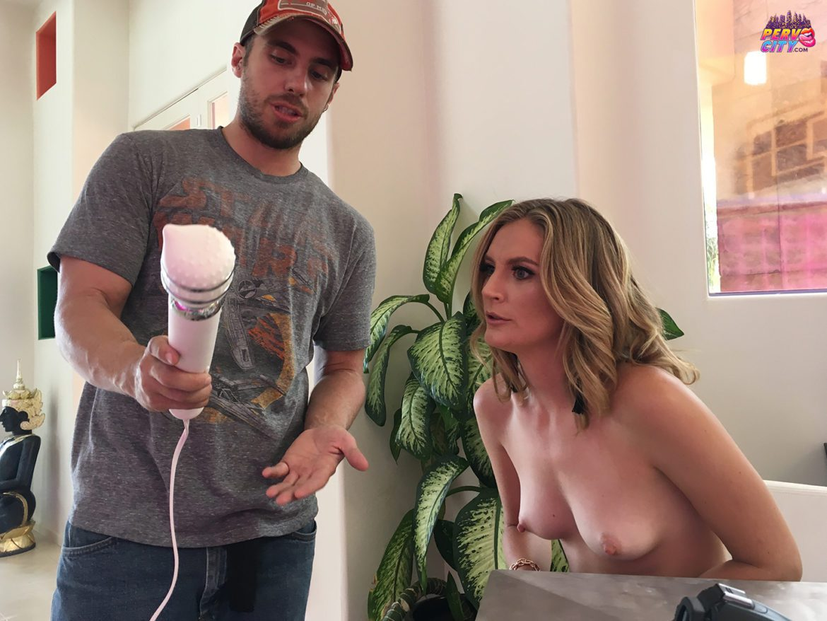 Mona Wales Behind the Scenes at PervCity