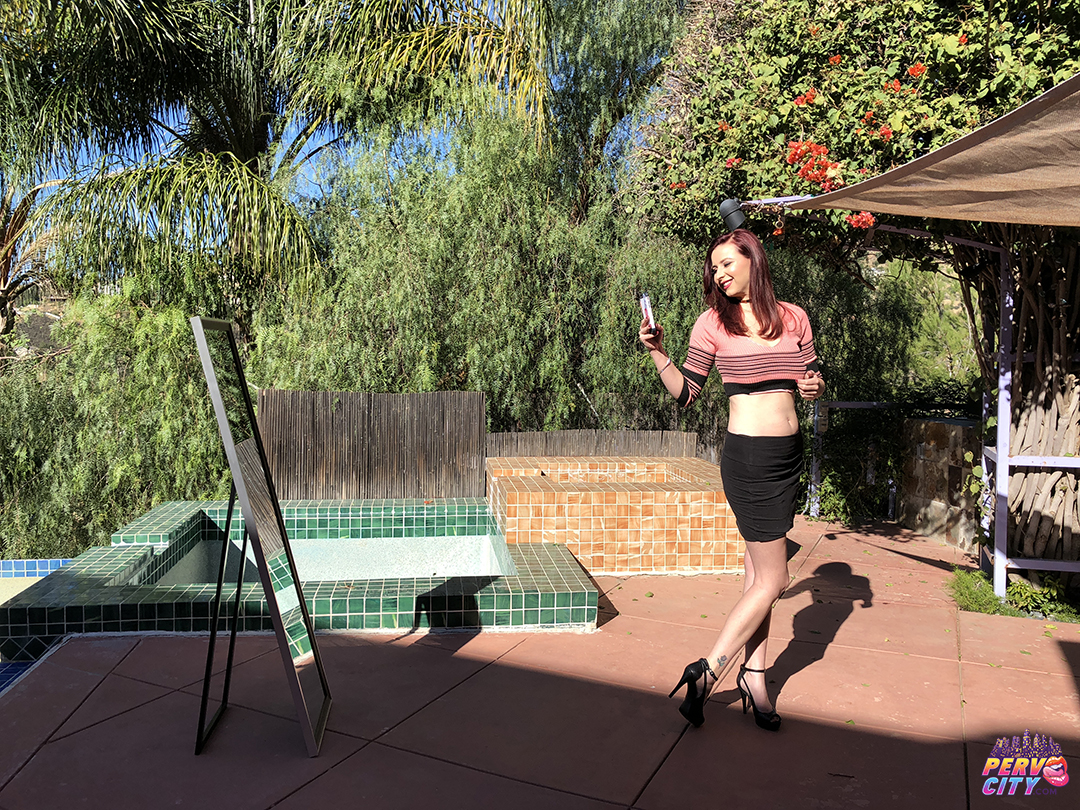 MILF Alice Chambers – Behind the Scenes