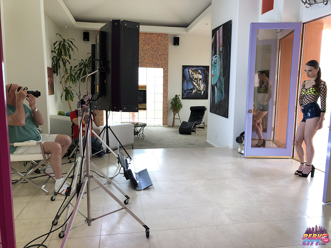 Izzy Lush – Oral Overdose – Behind the Scenes