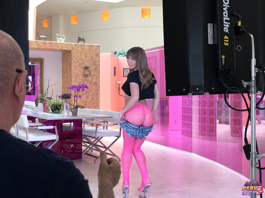 Paige Owens – Anal Squirter – Behind the Scenes